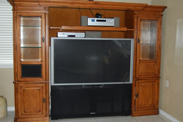 57quot Hitachi Big Screen TV with surrounding entertainment center - $250 (Baytown)