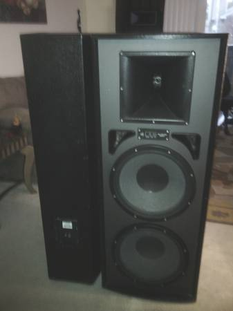 2 dj speakers 15 PRO STUDIO MACH II - $370 (HOUSTON)