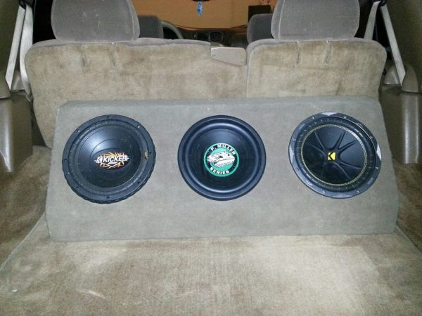 CHEAP (3) 10s KICKERCUSTOM BOX SOUND REAL LOUD MUST SEE - $100 (HOUSTON ALL 3 SUBS AND CUSTOM BOX )
