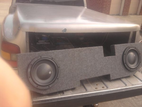 2-10s memphis shallow mount subs with fiberglass box - $250 (11600 w montgomery)