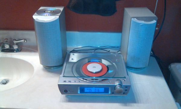 Sharper Image Compact AmFm Stereo with Aux Input for LP or IPOD, etc - $20 (290Antoine)
