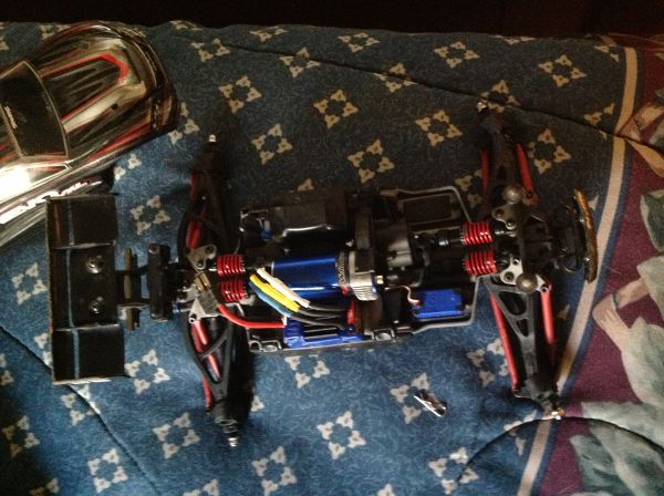 traxxas vxl 116th e-revo with lipo - $280 (kingwood)