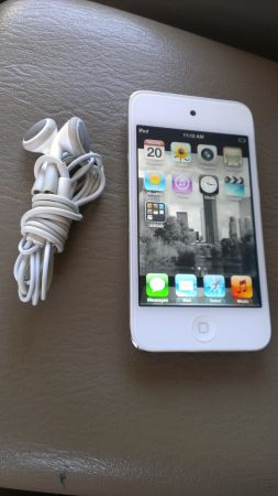 ipod touch white 4th generation 8gb - $200 (Willowbrook)