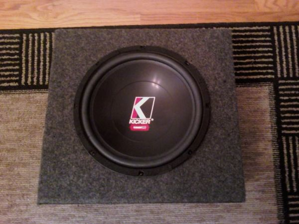 12 kicker comp vr in carpeted box mint condition - $85 (Houston)