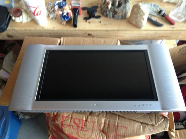 Sharp Aquos 22 Inch Widescreen Advanced Super View Flat Screen LCD - $125 (Clearlake )