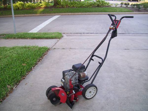 3.5 HP - YARD MACHINE EDGER - $100 (Missouri CitySugar Land)