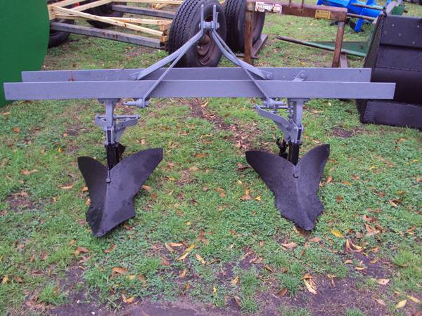 3pt heavy duty 2 row bedder plow with large sweeps (Magnolia)