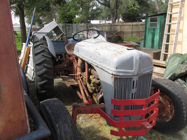 Ford 8N tractor and accessories - x00243000 (houston)