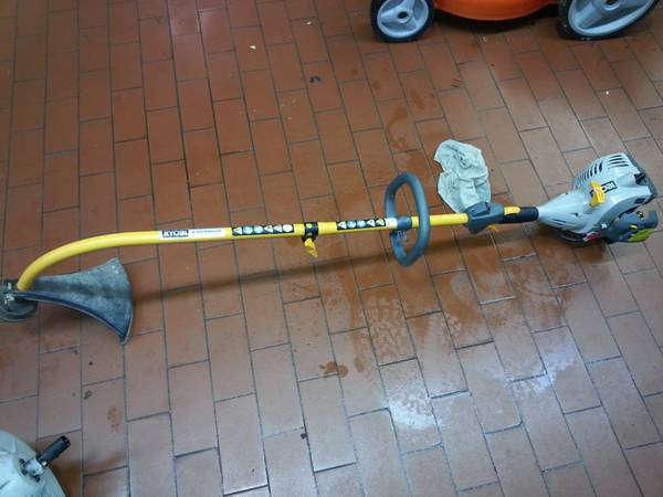 Ryobi weed eater 26cc  WHIT ATTACHMENT BLOWER, EDGER, TRIMMER      - $90 (spring  tx)