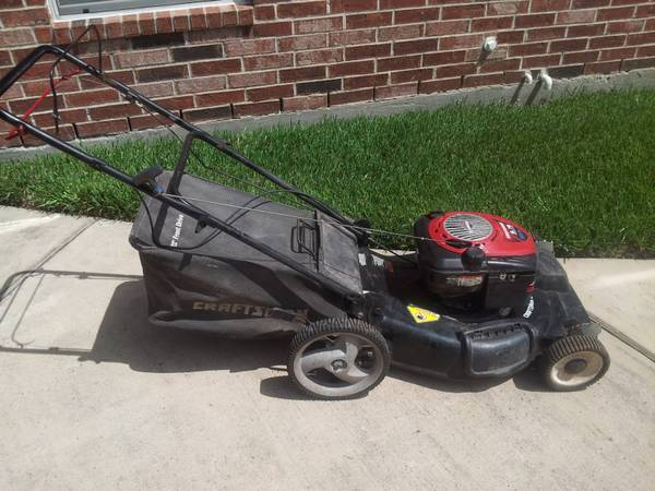 Craftsman 22 self propelled lawn mower - $180 (the woodlands)