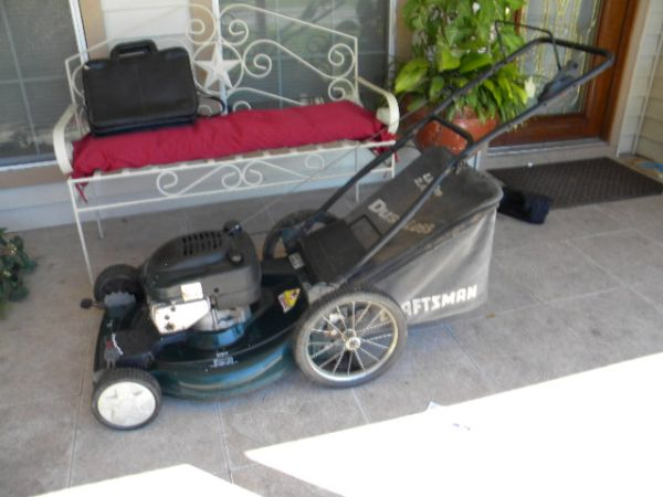 Craftsman 22 Lawnmower with front wheel drive and bag Good Condition - $70 (Pasadena,Tx)