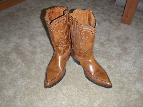NICE Cowboy Boots - SIZE 16 - $1 (Houston - UH)