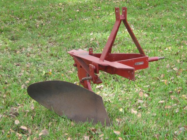18 Narrow Hitch, One Bottom Tractor Plow with 3-point hookup - $500 (HoustonPearland)