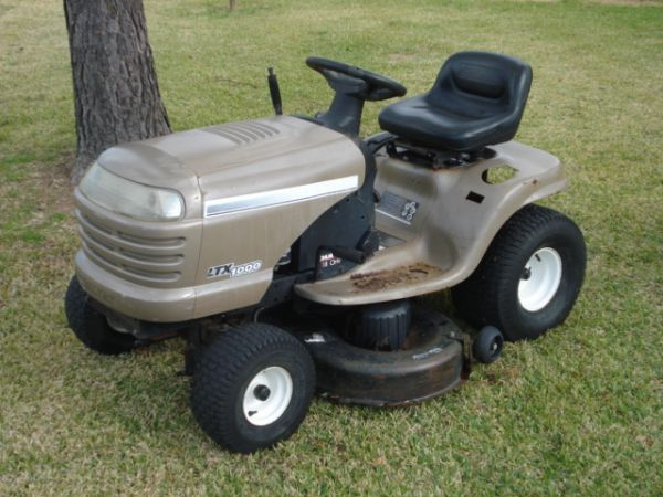 Craftsman LTX 1000 Riding Mower - $450 (Pearland)