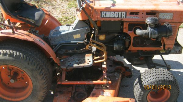 KUBOTA B-7100 HST Diesel w Belly Mower - $1000 (Katy)