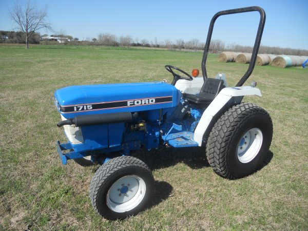 Ford 1715 Tractor 4x4 - $5495 (Waller,Tx)