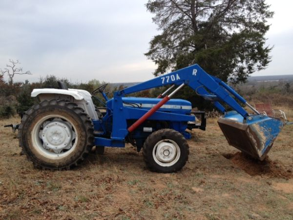 Ford Diesel Tractor 4x4 with Loader - $7500 (Caldwell Lexington)