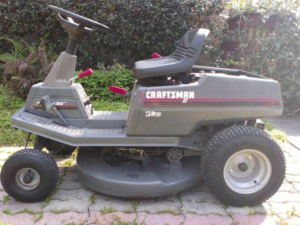 Craftsman Lawnmower - needs drive belt - $260 (Conroe-Magnolia)