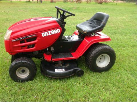 Ride on lawn tractor,great shape,very dependable - $595 (Magnolia)