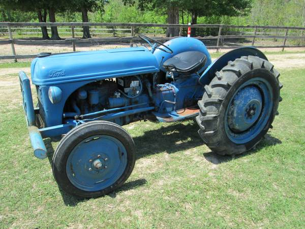 FORD 8N TRACTOR SOLID WORK HORSE RUNS GREAT - $1950 (cleveland)