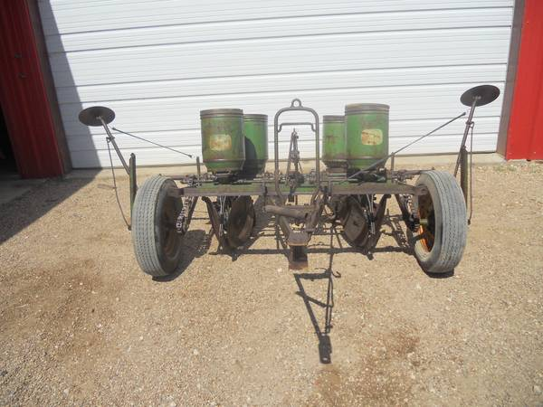 Planter John Deere 2 Row - $375 (Waller,Tx)
