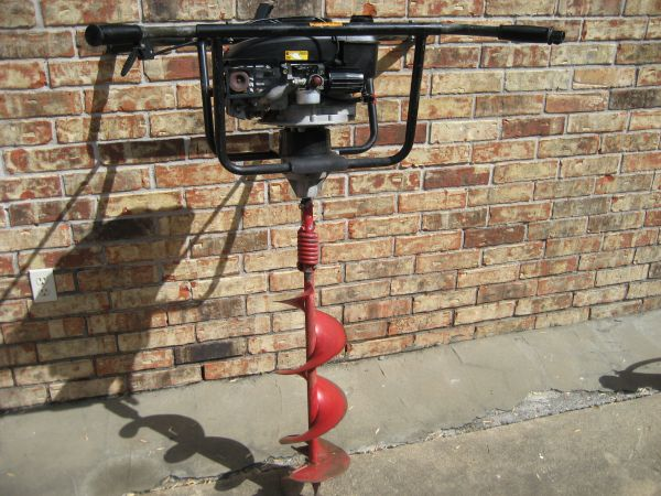 Earthquake 2 Man Gas Post Hole Digger - $400 (I-45 N 249W. Mt. Houston)