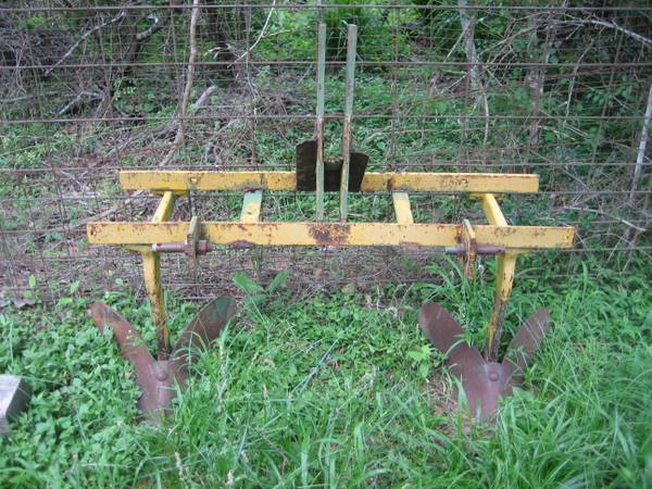3pt 2 row adjustable bedder plow on a tool bar - $325 (Magnolia)