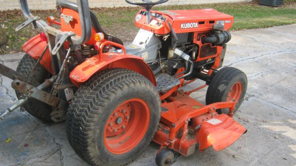 KUBOTA TRACTOR B-7100HST with 5 Ft Belly Mower 4 Ft Blade DIESEL (West 1-10 Katy)
