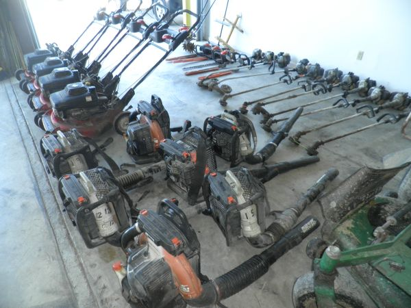 lawn company selling mowers edgers weedeaters, trimmers and zero turn (Clear lake)