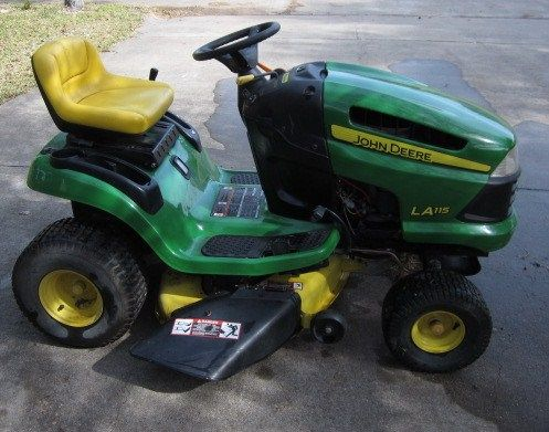 John Deere LA115 Riding lawnmower 42 cut - $1500 (Pearland, TX)
