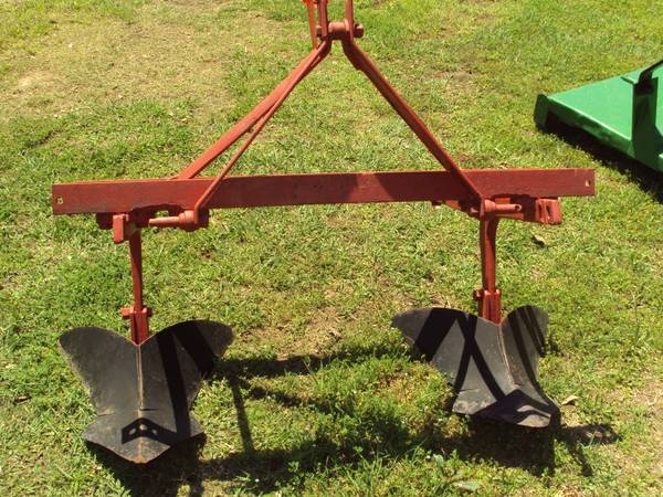 3pt 2 row adjustable bedder plow on a tool bar - $395 (NW Houston)