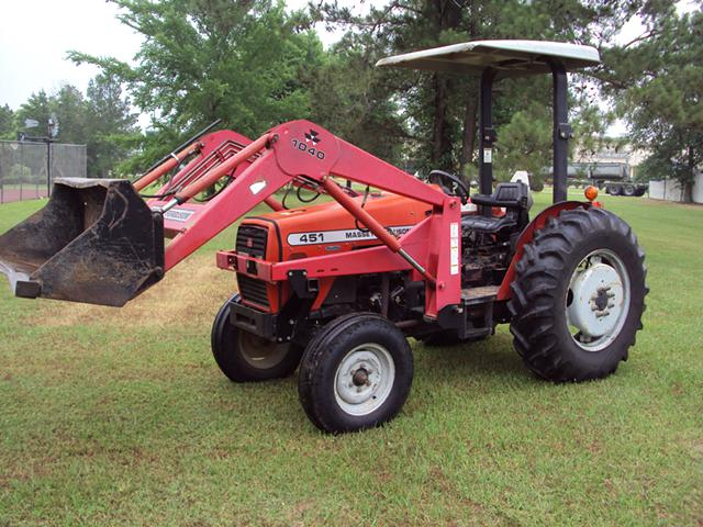 Massey Ferguson 451 diesel 52hp tractor with front end loader