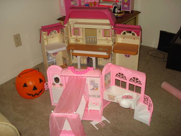 barbies houses - $15 (77024)
