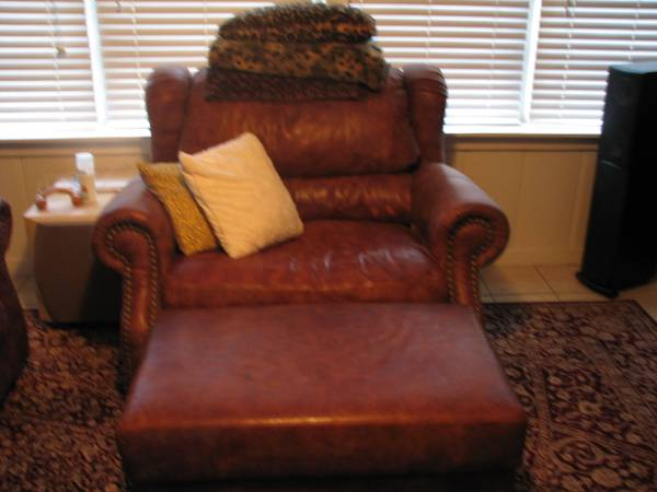 Moving out of town - must sell furniture (Willowbend)