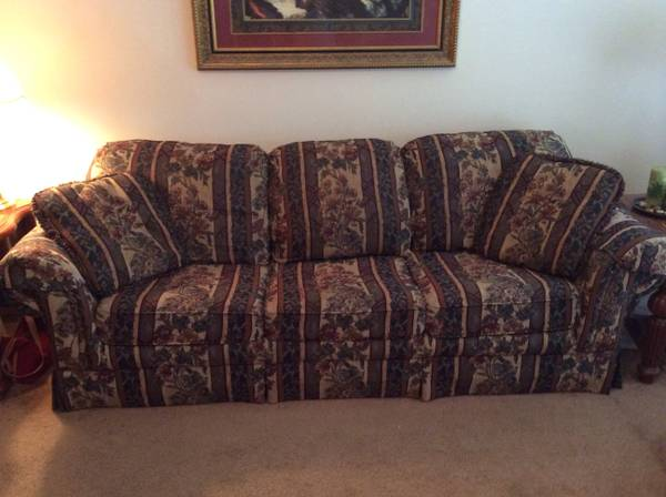 Garage sale- 2 sets of living room furniture (Katy Westfield )