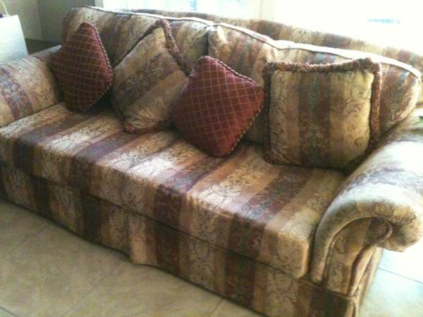 Moving Must Sell Formal Dining, LR Furnishings, Couch, Recliner - $1 (Kingwood)