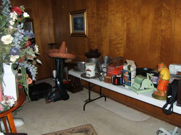 Garage Barn sale all priced to sell fast - $1 (Kingwood)