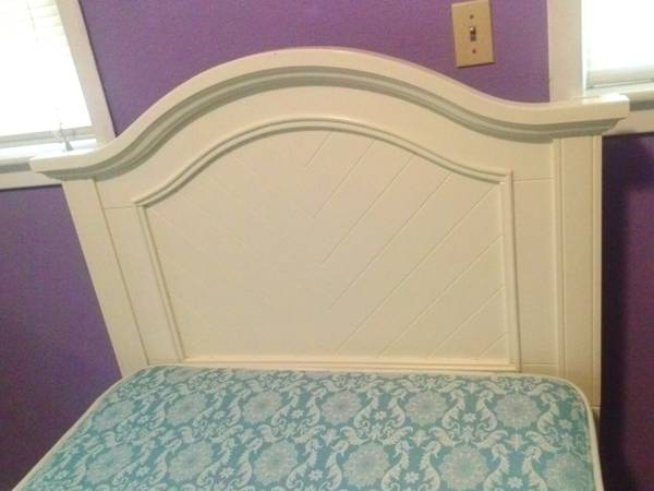 twin bed - $300 (Houston, 77092)