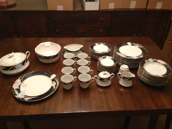Fine China Set Mikasa Charisma Black - $350 (clear lake)