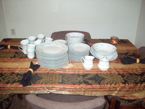 Silverie Sapphire Fine China Set - $1 (Bacliff)