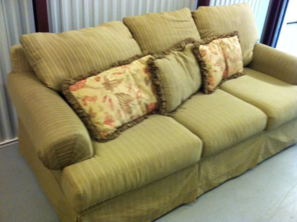 SOFA COUCH FABRIC IN GREAT CONDITION - $250 (HOUSTON )