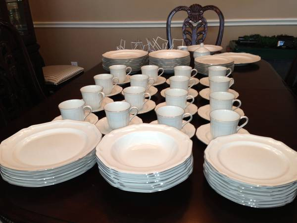 Mikasa platinum edged china 16 place setting  service set - $400 (FulshearKaty area)