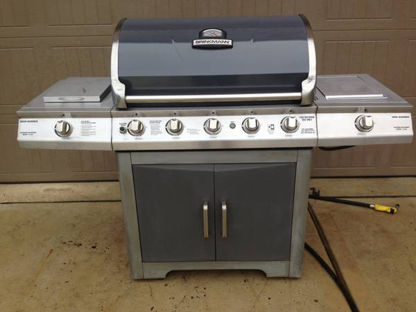 Brinkmann gas grill Model 810-8502-0 - $280 (The woodlands)