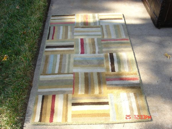 Pottery Barn Wool Rug 3 x 5 - $60 (NW Houston Near Sam Houston Race Park)