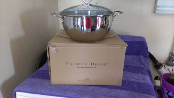 princess house stainless steel pot 8 qt braiser with glass lid - $110 (freeport,tx)