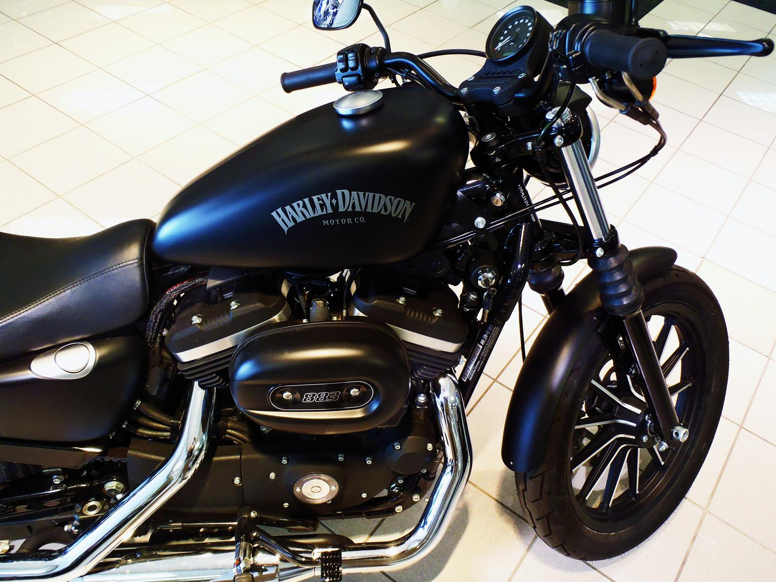 6 999  2014 Harley-Davidson XL 883L SuperLow