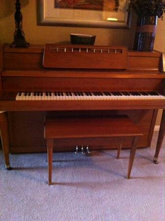 Piano Spinet and Bench - $450 (Oakhurst )