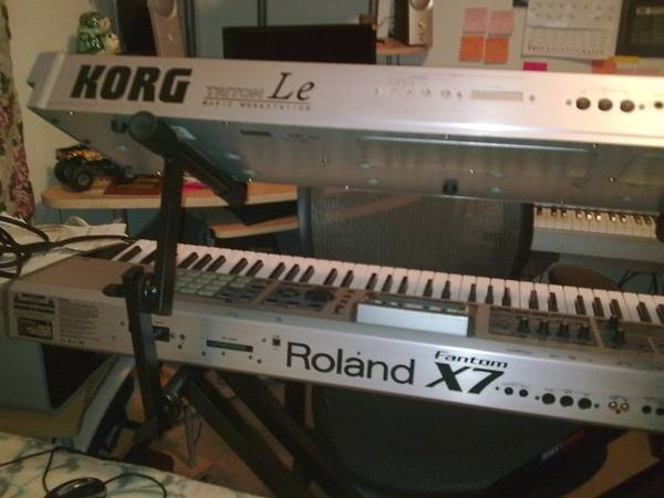 Roland fantom X7 good condition - $850 (Gessneri10west)