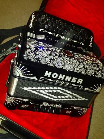 Hohner anacleto accordion 2 tone compaq - $3350 (sw)