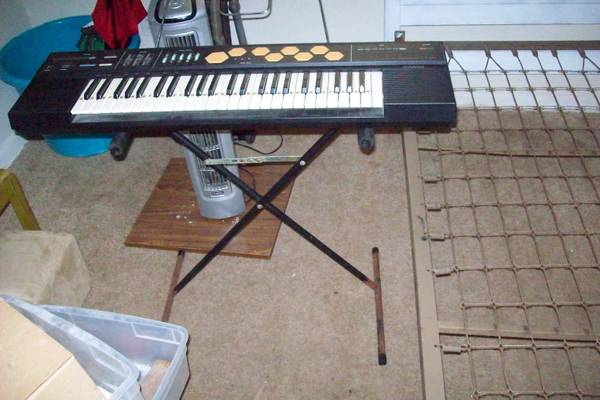 CASIO KEYBOARD WITH STAND AND BOOK HOLDER WORKS GREAT - $45 (Texas City 77590)